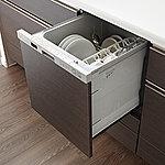 ワンタッチで食器の洗浄・乾燥を行う便利な食器洗浄乾燥機を標準仕様でご用意しました。家事の負担を軽減するとともに、省エネ・節水を両立できます。