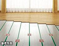 頭寒足熱のやさしい温もりで部屋を包む、ガス温水式床暖房を標準装備。静かで空気を汚さず、快適な室内環境を保ちます。