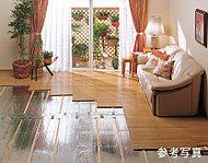 リビング・ダイニングに床暖房を標準装備。空気を汚さず、足元からお部屋全体を暖める健康的な暖房です。