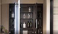 鏡の裏に機能的な収納を設けた鏡裏収納付洗面化粧台。