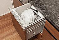 手洗いに比べて節水でき、高温洗浄で油汚れもスッキリ。家事の負担を軽減できます。