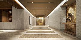 アートやロートアイアンが、上質な空間美を演出。全412家族が暮らすレジデンスの迎賓空間にふさわしく、静謐で格調高いエントランスホール。天然石材の壁面に配されたロートアイアンの格子が、重厚感とともにクールで洗練された印象を伝えます。