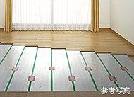 リビング・ダイニングにTES温水式床暖房を採用。室内の空気を汚さず、足元から部屋全体を暖めます。