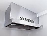 調理中の煙や臭いをパワフルに排出する同時給排気型レンジフード。ホーロー製の整流板を採用しています※プレミアムフロア仕様は一部仕様が異なります