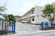 三城小学校 約680m(徒歩9分)