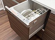毎日の家事負担を軽減できる、ビルトインタイプのスマートな食器洗い乾燥機を標準装備しました。