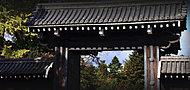 京都御苑 約430m(徒歩6分)