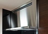 ステンレスのシャープで洗練されたデザインのレンジフードは、整流板の働きと同時給排気により、優れた換気性能を発揮します。※S-A、S-Ctype以外は掲載の仕様と異なります。【ARIAFINA社製】