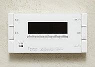 ひとつでお湯張りや追い焚きを行い、自動で湯温を一定に保ちます。キッチンのリモコンからも操作可能です。