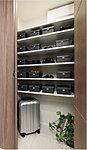 玄関まわりをスッキリとキレイに保つシューズインクローク。広いスペースを設けているのでスーツケースやベビーカーなども収納できます。