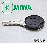 キーのタグをエントランスのセンサーにかざすだけでオートロックの解錠ができるノンタッチ(非接触)キーを採用しています。