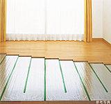 家族が集まるリビングを、足元からじんわりと暖めるガス温水式床暖房。お部屋をいつでもムラのない心地よい温度で包みます。