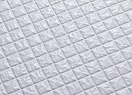 タテヨコに規則正しく刻まれたパターンが表面の水を誘導。翌朝にはカラリと乾きます。