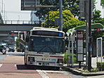 専用レーンを走る基幹バスで栄にいけます(2017.06撮影)