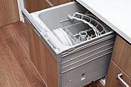 手洗いに比べ節水効果が高く、食器の洗浄から乾燥までが自動でOK。空いた時間は家族のために。