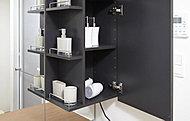 キャビネットのサイドはオープン棚。歯ブラシなどの出し入れがしやすくて便利です。