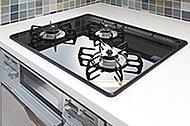 熱や油汚れに強く、吹きこぼれなどのお手入れも簡単なガラストップを採用しています。※参考写真