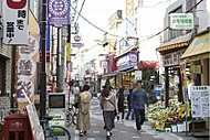 幡ヶ谷六号通商店街 約500m(徒歩7分)