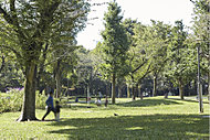 新宿中央公園 約1,170m(徒歩15分)