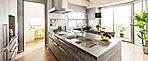快適キッチンで、暮らしの歓びが高まる。先進のIHクッキングヒーター、高性能な食器洗い乾燥機など快適なキッチンワークをサポートする機能が充実。