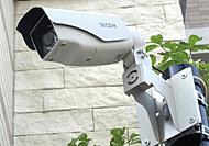 エントランスホールや自転車置場など共用部の10カ所に防犯カメラを設置し、常時録画しています。