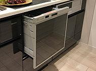 使用水量は手洗いのわずか約1/7※1、節水タイプで除菌仕様のビルトイン食器洗い乾燥機。