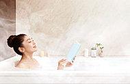 浴室内を温かい蒸気の霧で満たし、低温・高湿度のサウナで発汗や血行促進を促します。