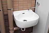 バルコニー、テラスには鉢植えなどへの水やりに便利なスロップシンクを設置。ガーデニング用品やスニーカーなどを洗う際にも便利です。