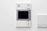 画像が大きくて見やすく操作しやすいタッチパネル式インターホンを採用。録画・録音機能付きで安心にも繋がる。