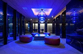 6階の「Blue Suite @Club Lounge」は都会の喧騒からプライベートの静寂へのスイッチングポイントとなる。
