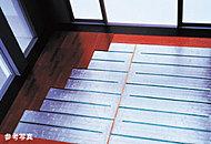 足元から部屋全体を温めるガス温水式床暖房をリビング・ダイニングに設置。空気を汚すことなく、室内環境を健やかに保ちます。
