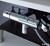 前面のスイッチでお湯の出し止めができるタッチ水栓。