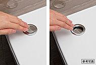 ワンタッチ操作で排水ができ、チェーン汚れの心配もないワンプッシュ排水栓