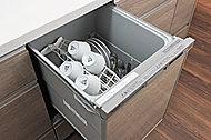 食事の後片付けも楽な食器洗い乾燥機。節水効果にも優れています。