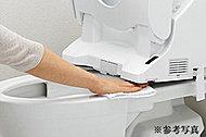ウォシュレットの前方が持ち上がり、便器部との間を楽にお掃除できます。