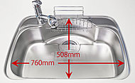 シンク裏に貼ったシートが、お皿があたる音やシャワー水栓の水はね音などを抑えてくれます。※洗剤ポケット・まな板スタンド・水切りプレート付き