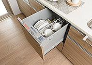 食器40点(約5人分)を一度に温風乾燥します。奥から乾燥するので、まんべんなく乾いて、ニオイも少なく、後片付けの手間を省きます。