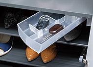 印鑑や鍵など玄関にあると便利な小物を収納できる回転式トレイを、下足箱に設置しました。