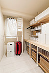 お客様用の布団や大型季節用品などの収納に便利なストレージルーム。※納戸のことをストレージルームと表記しております。