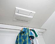 湿気を取り除くのはもちろん、冬場の暖房だけでなく、洗濯物を乾かすのにも便利。カビ菌を不活化するプラズマクラスターイオンが発生します。