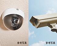 駐車場やエントランス、エレベーターなどの共用部に、監視カメラを設置。万一の際にそなえて、映像を一定期間保存します。※管理組合とリース会社とのリース契約が別途必要となります。