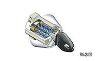 複製や不正解錠が非常に困難なディンプルキー。エントランスなどではかざすだけで開錠可能です。