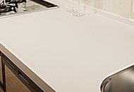 汚れが付きにくく、耐久性にも優れた美しい人造大理石のキッチンカウンターです。