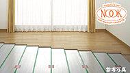 2枚のガラスの間に空気層を設け、断熱性を向上する複層ガラスを採用。結露の発生を抑制し、冷暖房効果も高めます。