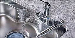 生ゴミを排水口で粉砕し、水と一緒に流すためゴミ出しの量と手間が軽減できます。※一部処理できない生ゴミおよび使用できない洗剤もあります。