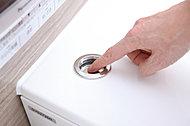 ボタンを押すだけで、湯船のお湯を排水してくれる便利なボタンです。