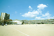北九州市立三郎丸小学校 約810m(徒歩11分)