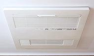 寒い日の予備暖房や換気、雨の日の洗濯に便利な浴室暖房乾燥機を標準装備。
