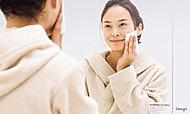 湿気などによるくもりを防ぎ、いつでも見やすく、鏡をクリアに保つことができます。