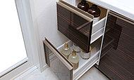 2段に分かれた収納力で洗面小物を上手に収納できます。